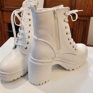 New!🗯Rouge Helium Royal White Moto Boots